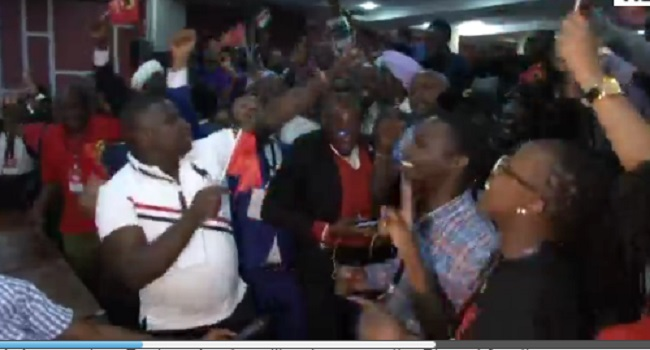 Supporters Cheer Kenyatta Ahead Of Election Results
