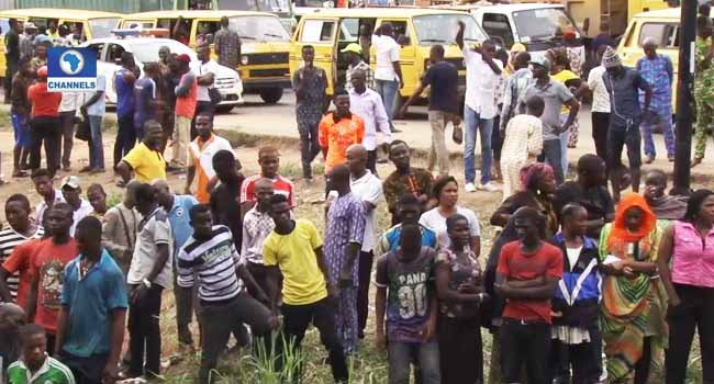 Mob set ablaze suspected kidnapper in Lagos - News Express
