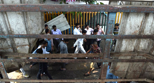 Commuter Stampede Kills 22 In Mumbai