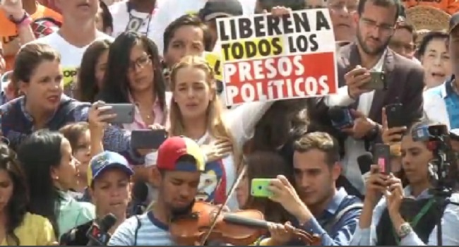 Venezuela Bars Opposition Activist Lilian Tintori From Traveling to Europe