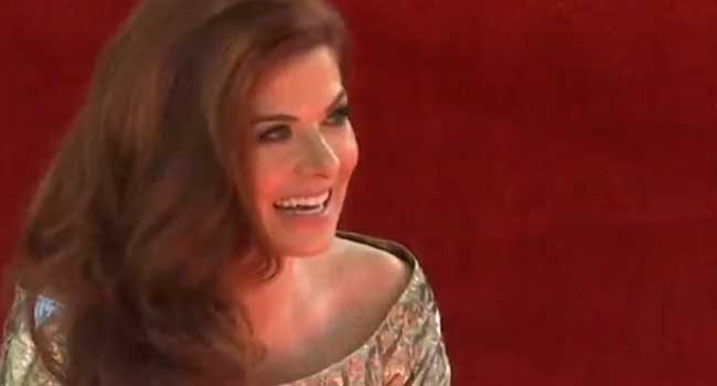 Debra Messing Gets Teary As She Receives Hollywood Star