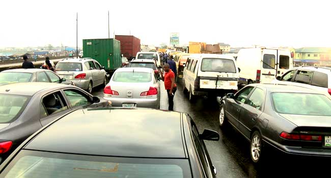Gridlock As Container Falls On Lagos-Ibadan Expressway