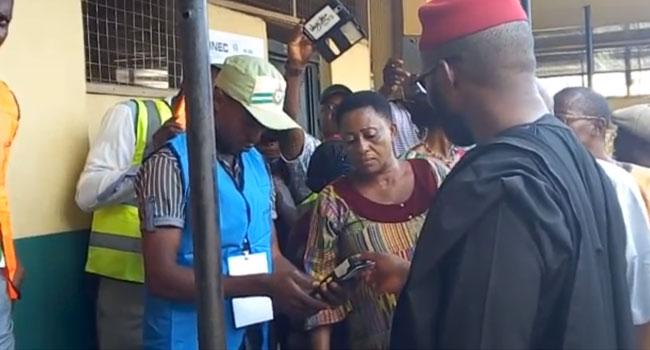 Corps Members Play Their Parts In #AnambraDecides