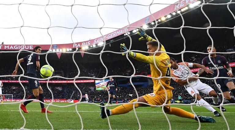 Cavani Breaks Zlatan Ibrahimovic's Goal-Scoring Record