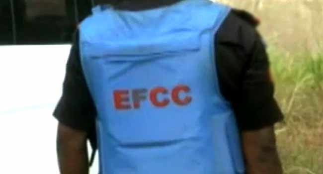 EFCC Arrests Suspected Internet Fraudsters In Ibadan, Denies Osogbo Raid