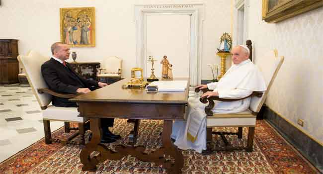 Pope Offers Peace Token In Meeting With Erdogan
