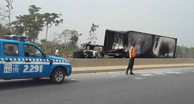 Eight Killed In Fuel Tanker Crash On Lagos-Ibadan Expressway
