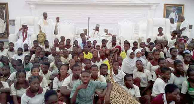 Ooni Awards Scholarship To Over 200 Students