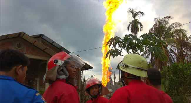 Indonesia Oil Well Explosion Kills 15, Injures Dozens