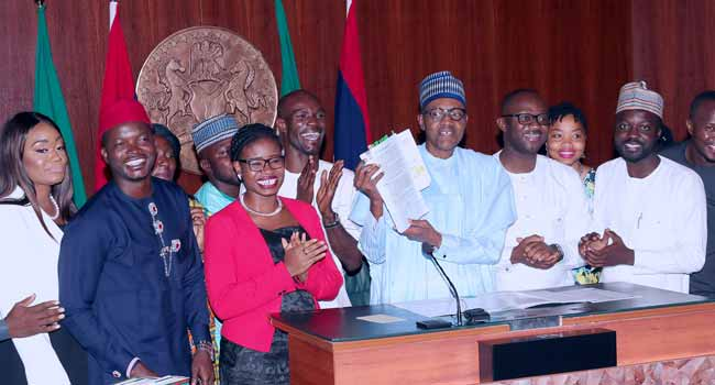 #NotTooYoungTooRun: Postpone Your Campaigns Till After 2019, Buhari Jokes With Youths
