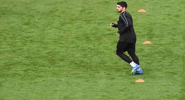 Uruguay Coach Praises Suarez During Training