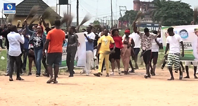 APC Leadership Crisis Deepens In Delta As Faction Takes To Street In Protest