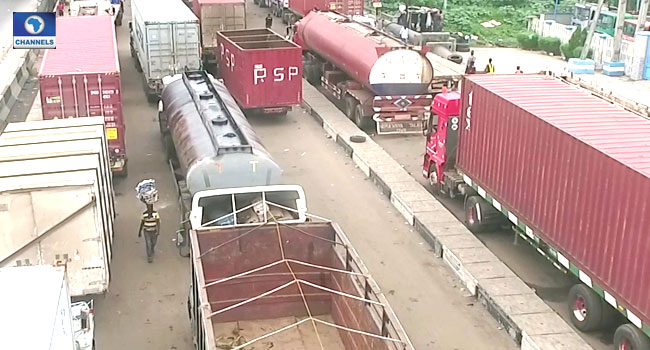 Osinbajo Orders 72-Hour Joint Operation To Clear Apapa Gridlock