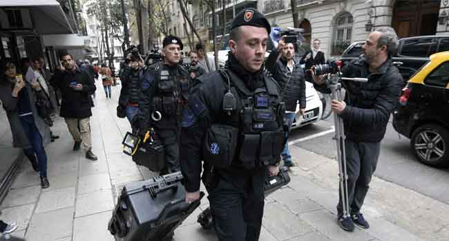 Argentine Police Search House Of Ex-President Kirchner