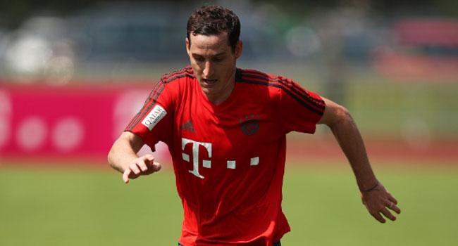Bayern's Rudy Joins Schalke