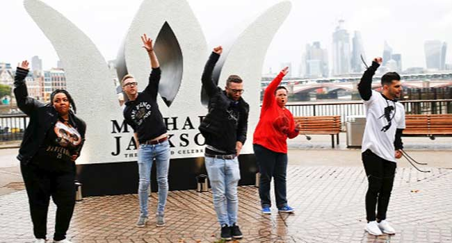 London Fans Pay Tribute To Michael Jackson On 60th Posthumous Birthday