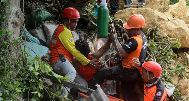 Massive landslide kills 21, buries dozens of homes in Philippines