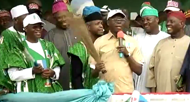 Osun Election: Oshiomhole Defends Aregbesola's Performance, Rallies Support For Oyetola