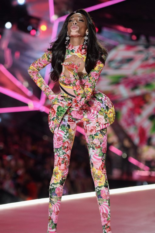 67261d58581 NEW YORK, NEW YORK – NOVEMBER 08: Winnie Harlow walks the runway during the  2018 Victoria's Secret Fashion Show at Pier 94 on November 08, 2018 in New  York ...