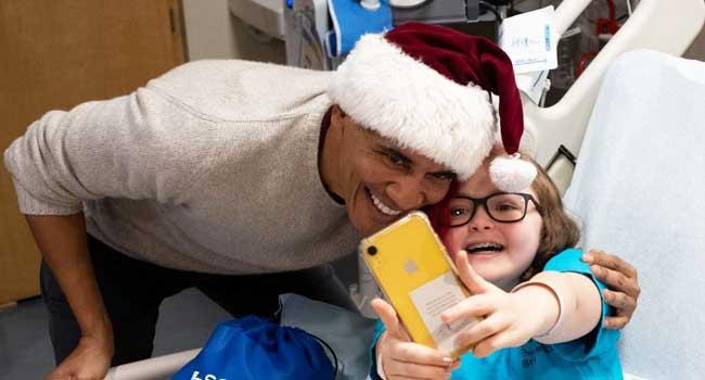Obama Plays Santa, Surprises Sick Children In Washington Hospital