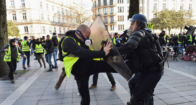 Man Arrested For Assaulting Policeman In Yellow Vest Protest