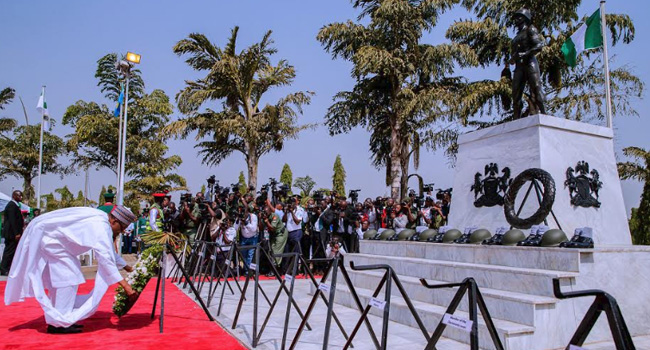 Buhari, Service Chiefs, Others Lay Wreath To Honour Fallen Heroes