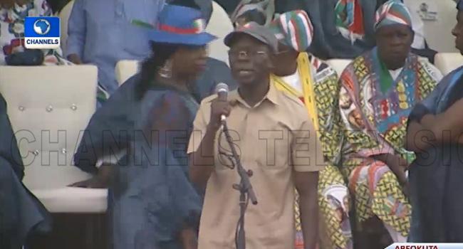 VIDEO: Oshiomhole Booed, Stoned As Drama Mars Buhari's Rally In Ogun