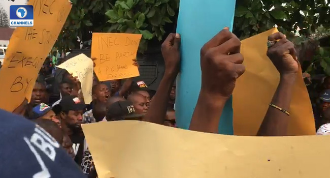 Rivers APC Members Protest At INEC Office Over Non-Inclusion In Elections
