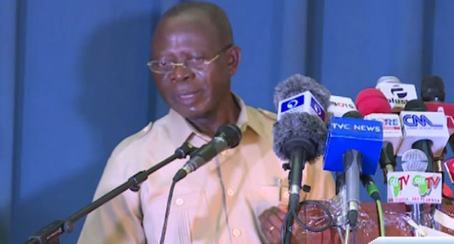 Oshiomhole Tells APC Elected Lawmakers To Support Buhari's Economic Policies