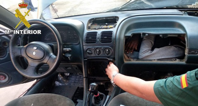 Spanish Police Find Teenage Migrants in Car Dashboard