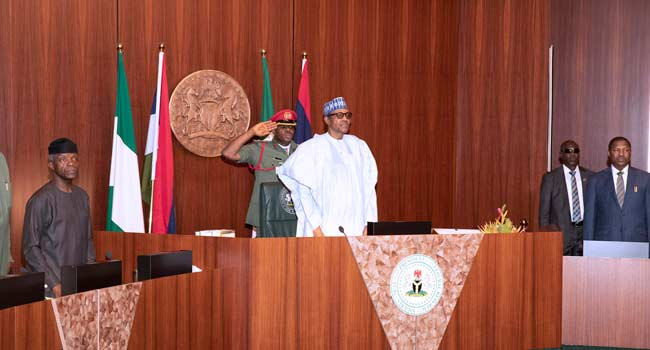 PHOTOS: Buhari Presides Over FEC Meeting Two Weeks To Inauguration