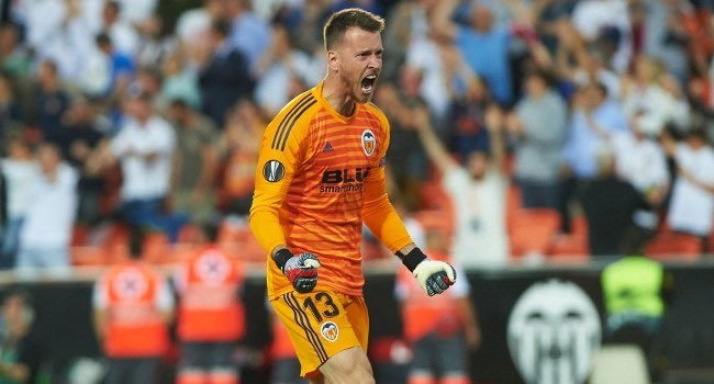 Barcelona Sign Valencia Goalkeeper Neto