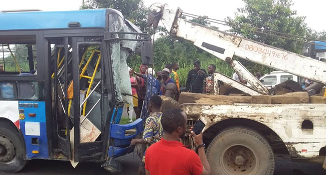 Several Injured As Trailer Collides With BRT In Lagos