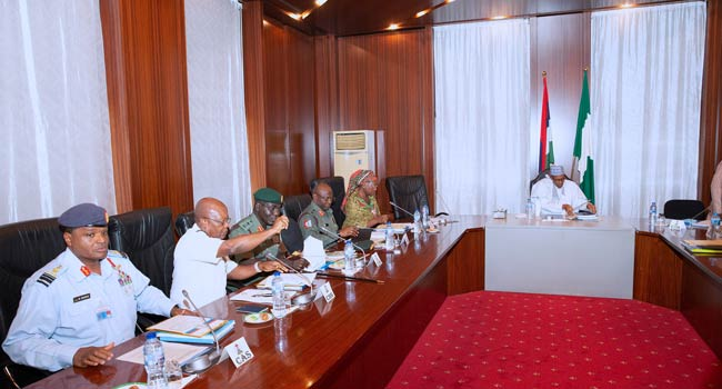 Buhari Receives Security Briefings From Service Chiefs