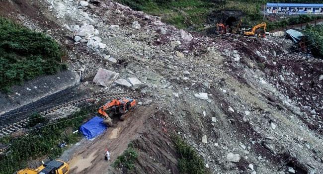 Landslide Leaves17 Missing In China