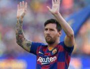 Messi-hands-up