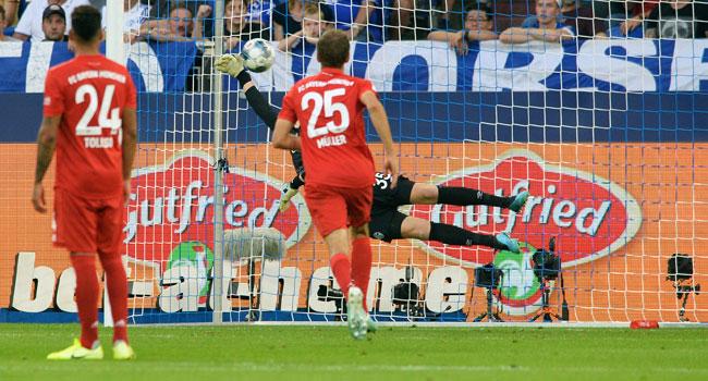 Lewandowski Hits Hat-Trick As Bayern Beat Schalke