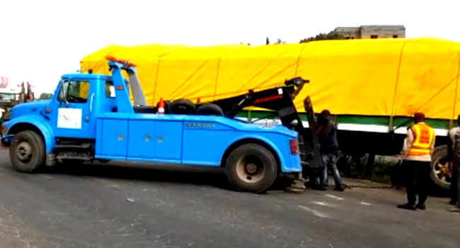 VIDEO: Trailer Accident Causes Gridlock On Lagos-Ibadan Expressway