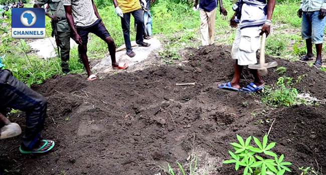 Benue Police Exhume Corpses From Kidnap Syndicate's Mass Grave