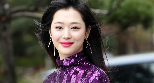 Fans, Celebrities Mourn Death Of K-Pop Star Sulli