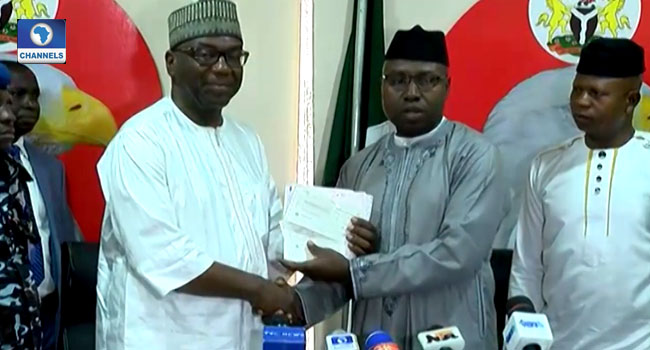 EFCC Presents N112m Recovered Loot To Kwara Govt