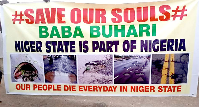 Youths Shut Down Minna-Suleja Road, Protest Neglect By FG