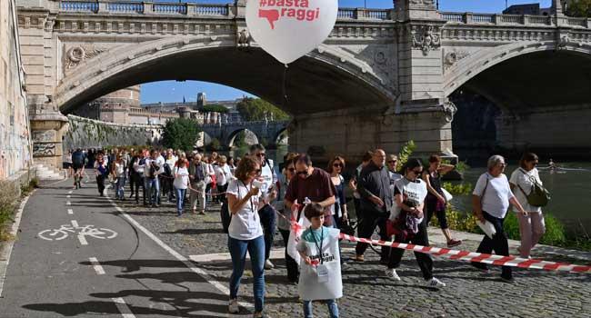 Protesters Ask Roman Mayor Raggi To Resign