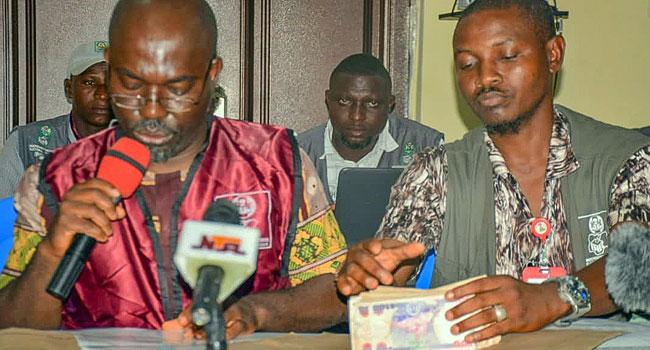 Kogi Election: Collation Officer Presents N50k Bribe Offered By Politicians In Igalamela-Odolu