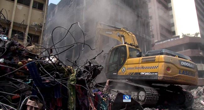 PHOTOS: Lagos Govt Demolishes Building Affected By Fire In Balogun Market