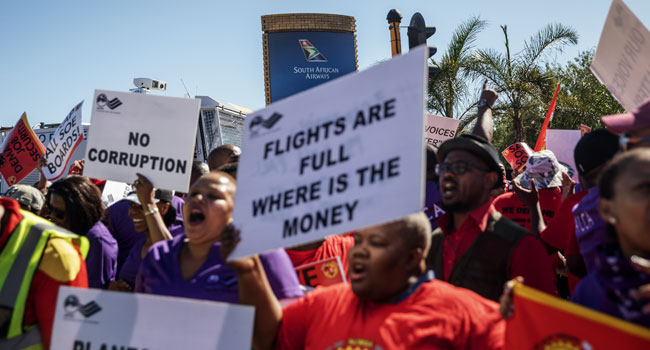 SAA (South African Airways) workers and union members sing and dance during a picket protest outside the O.R. Tambo International Airport in Johannesburg, South Africa, on November 15, 2019. Michele Spatari / AFP