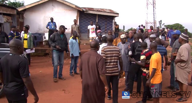 VIDEO: Suspected Thugs Storm Kogi PDP Governorship Candidate's Polling Unit