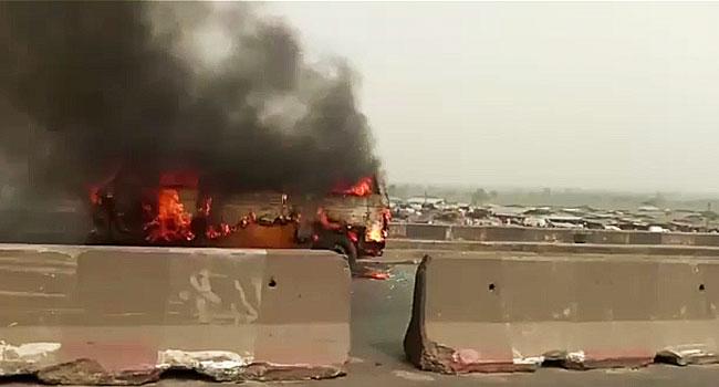 Gridlock As Vehicle Burns On Kara Bridge Along Lagos-Ibadan Expressway