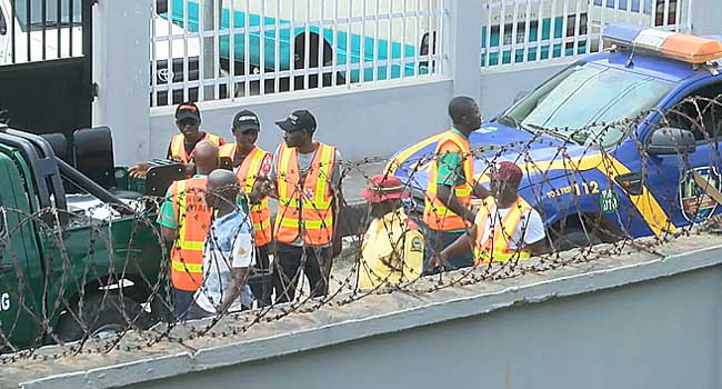 Lagos Taskforce Tows At Least 20 Vehicles From Court Premises