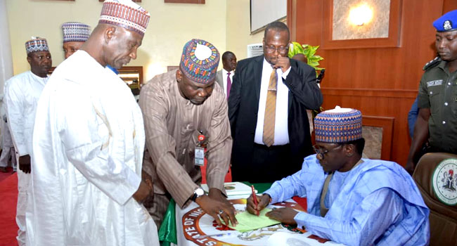 Yobe Governor Approves Payment Of N30,000 Minimum Wage